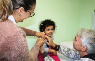 """Dia """"D"""" imuniza 6.936 pessoas contra a gripe em Caxias do Sul"""