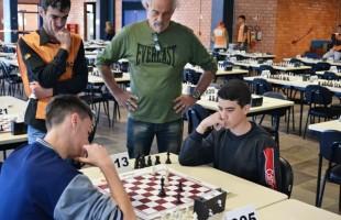 Mais de 680 alunos marcam presença nos Jogos Escolares de Xadrez da Smel