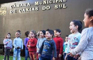 Edição do CinePlenário com turmas da Educação Infantil movimenta o Legislativo caxiense