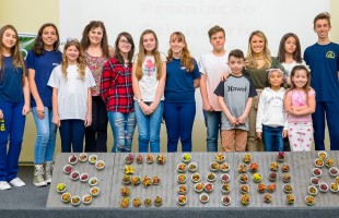 Estudantes recebem premiação do concurso cultural Calendário Ecológico 2019