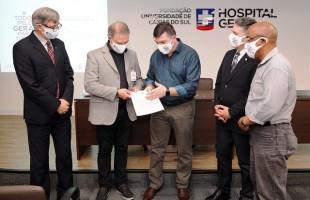 Política | Néspolo e Edson da Rosa visitam Hospital Geral