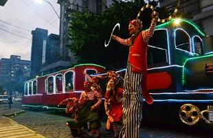 Secretaria da Cultura promove apresentação do Coro Municipal com trem natalino