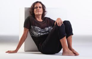 """Música   Zélia Duncan lança video clipe de """"Medusa"""", canção lançada em 2019 no álbum Tudo é um, editado pela Biscoito Fino"""