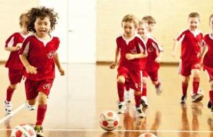 Little Kickers oferece aula gratuita de inglês e futebol simultânea no sábado 28/07