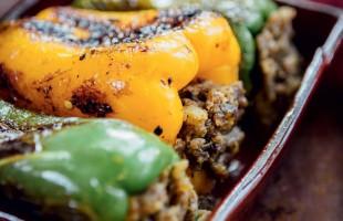 Na culinária, Bharvin Shimia Mirch (pimentão recheado)