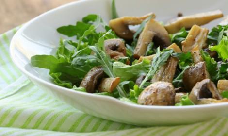 Na culinária, Salada de shitake com morango e folhas