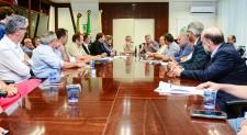 Presidente Daneluz participa de reunião com o senador Luis Carlos Heinze