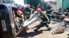 Corpo de Bombeiros Militares do RS promove treinamento de salvamento veicular
