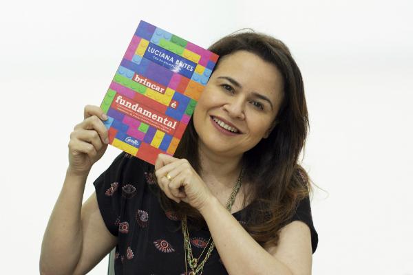 Autora Luciana Brites, Divulgação