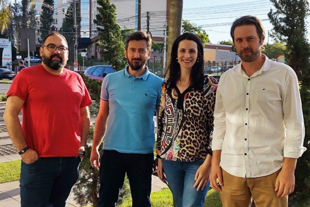 Os sócios da Domper, Marcelo Boeira e Eduardo Silva, ao lado dos diretores da AgroDTech, Janine Basso Lisbôa e Tauê Hamm - Crédito: Divulgação
