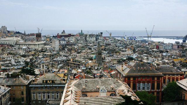 A equie também filmou na Itália. Na foto, Porto de Gênova, de de os imigrantes partiam rumo ao Brasil