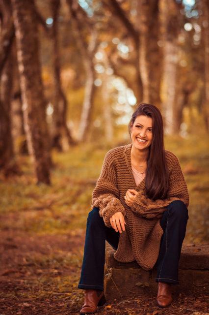 A filha de Jane, Luana Kringel Marques, com as produções da mãe - Crédito Luana Bruing