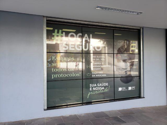 CDL Caxias está com peças da campanha que mostram comércio como locais seguros        Crédito: Ângela Salvallaggio