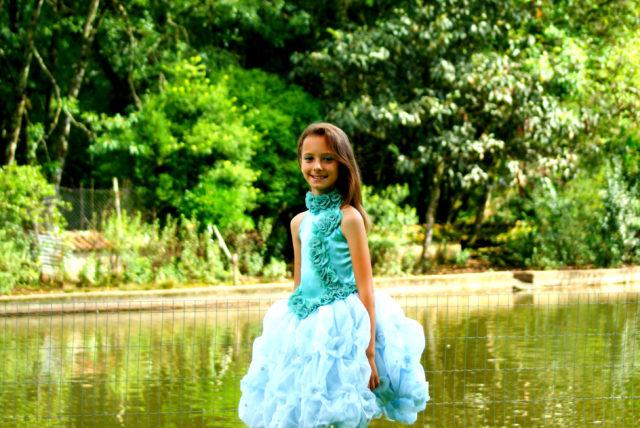 O tempo passou tão depressa, a Emily virou uma moça linda e brilha no mundo fashion.