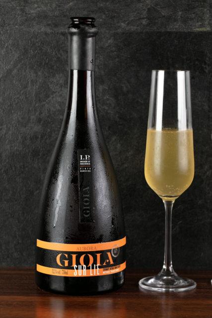 Foram elaboradas apenas 1.000 garrafas do Gioia Sur Lie Nature I.P Pinto Bandeira 2016. Espumante é vendido exclusivamente pela Vinícola Aurora.          Créditos: Eduardo Benini