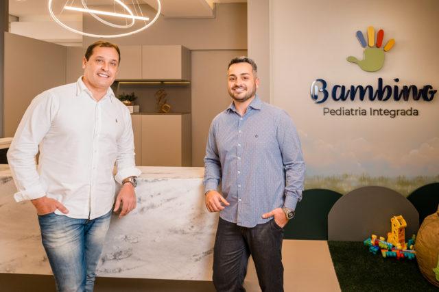 Os médicos pediatras Nilton Rangel e Léo Graciolli Franco estão à frente da Bambino Pediatria Integrada, a primeira clínica infantil multidisciplinar da Serra Gaúcha.