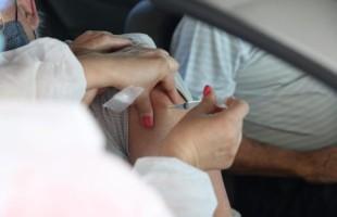 Covid-19 | Vacinação de idosos de 62 anos ou mais é encerrada e será retomada quando o município receber mais doses
