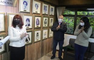 Descerrada foto de Rose Frigeri na Galeria das Vereadoras