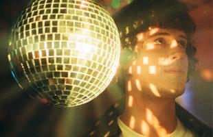 Leo Quintella lança Meu Sangue Ferve por Você, hit de Sidney Magal, e videoclipe da nova versão, influenciada pela house e pela disco music