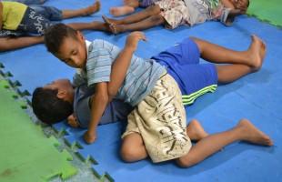Smel leva esportes e brincadeiras para o Centro de Convivência Santo Antônio Mão Amiga
