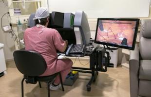 Transmissão ao vivo marca nova etapa da cirurgia robótica no Hospital Moinhos de Vento