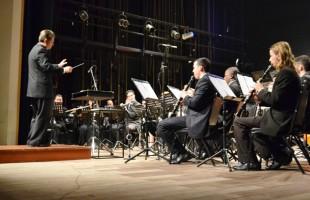 """Concerto """"Bernstein, 100 anos"""" reúne 260 pessoas no Teatro Pedro Parenti"""