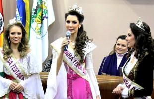 Rainha e Princesas da Festa da Uva 2019 visitam o Legislativo