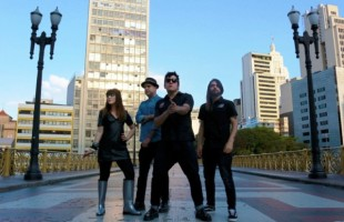 Autoramas lança single 'Sofás, Armchairs and Chairs'