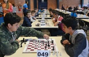 Jogos Escolares de Xadrez da Smel seguem até sexta-feira em Caxias do Sul
