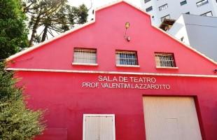 Sala de Teatro Professor Valentim Lazzarotto abre agendamento de atividades para segundo semestre