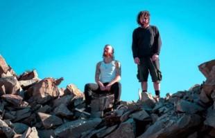 Duo Caxiense Two Step Flow lança novo single Califórnia Sun