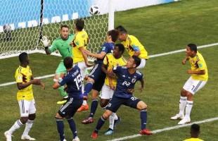 Colombianos com um a meno sdesde o primeiro minuto de jogo, perdem para o Japão