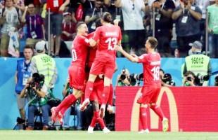 Costa Rica empata com a Suíça que agora pega a Suécia