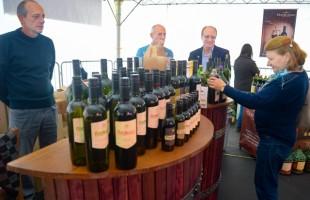 Feira do Vinho atrai cerca de 25 mil pessoas e comercializa mais de 17 mil litros de bebidas