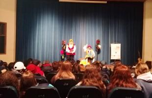 Peças de teatro conscientizam estudantes sobre segurança no trânsito