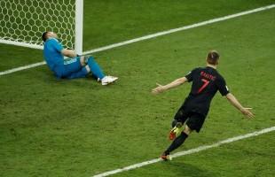 Croácia passa pela anfitriã nas penalidades máximas e faz semi contra a Inglaterra