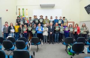 Secretaria da Habitação entrega 32 novas escrituras do Loteamento Popular Victório Trez