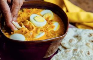 Na culinária, Andaa Masala (ovos cozidos em creme de leite)
