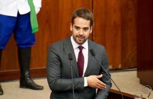 Eduardo Leite toma posse como o novo governador dos gaúchos
