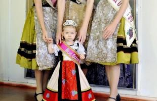 Sonho de criança: Miss Caxias Baby veste traje inspirado na Rainha da Festa da Uva 2019