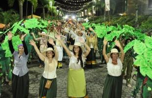 Estreia do desfile Parque de Exposições agrada o público da Festa da Uva 2019