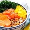 Na culinária, Poke de salmão e arroz japonês