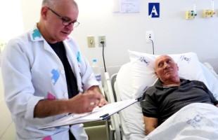 """Ilustrador promove projeto humanizado """"Caricaturando Emoções"""" de pacientes internados no Hospital Geral"""