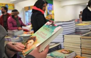 Contação de história no Prataviera Shopping leva literatura e lazer para as crianças nas férias