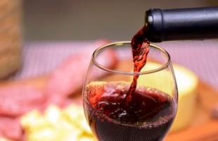 Smapa coleta amostras para o XXII Concurso dos Melhores Vinhos e Sucos de Uva