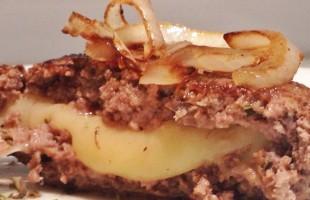 Na culinária, Hambúrguer recheado com provolone