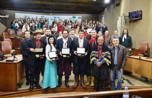Tradicionalistas são agraciados pela Câmara caxiense com a Comenda Irmãos Bertussi 2019