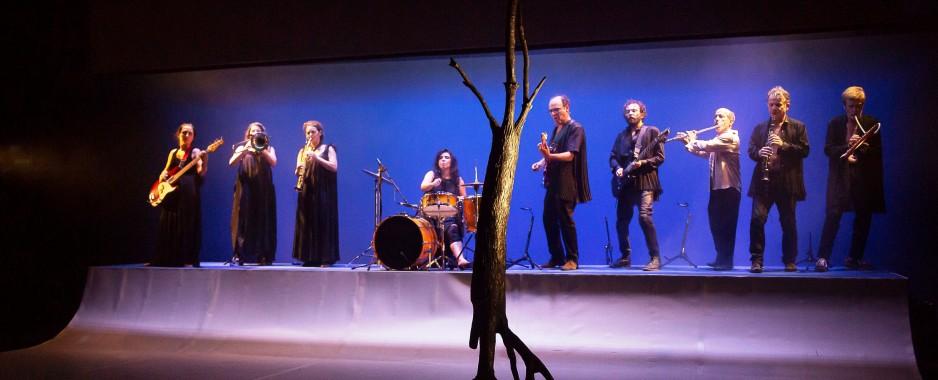 Grupo Galpão apresenta pela primeira vez em Caxias seu espetáculo mais recente, OUTROS, dirigido por Marcio Abreu