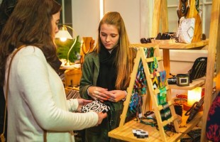 Humano e genuíno | Feira Le Marché Chic estreia campanha Truthtelling, para contar a história por trás dos artistas da feira
