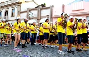 Folia   Garibaldi vive o Carnaval Retrô